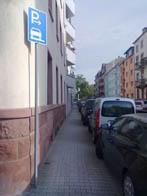Amtliches Gehwegparken